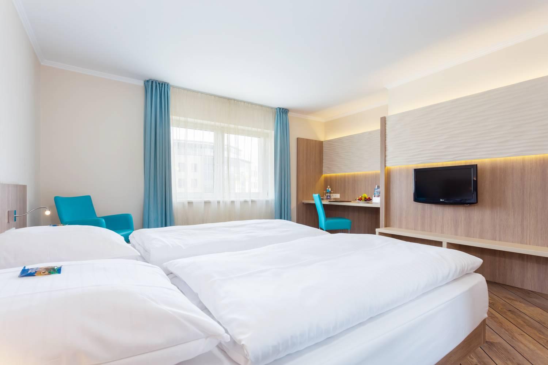 doppelzimmer im 4 jahreszeiten hotel l beck buchen. Black Bedroom Furniture Sets. Home Design Ideas