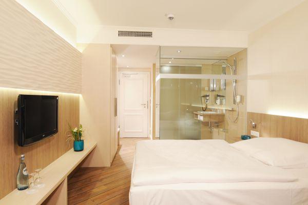 kleines doppelzimmer im 4 jahreszeiten hotel l beck buchen. Black Bedroom Furniture Sets. Home Design Ideas